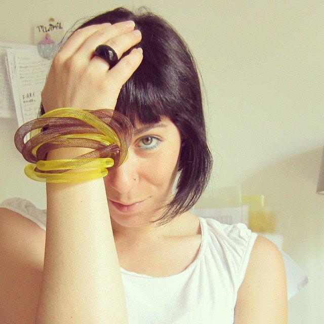 BRACCIALE multi filo giallo e marrone  tubi rete in nylon