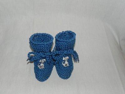 Scarpette bimbi realizzate ad uncinetto in cotone 100% blu con dalmata