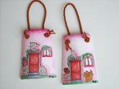 Tegole casetta: miniature raffiguranti piccole casette. decorate a mano.