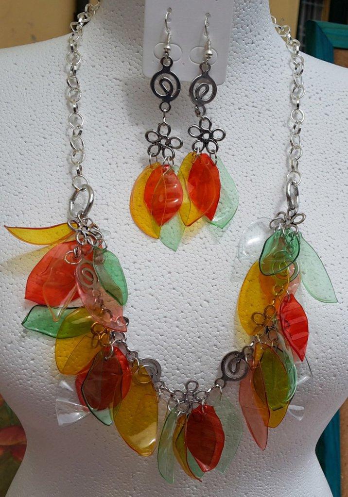 Laboratorio Bijoux - Parure collana orecchini 'voglia di foglie' con plastica di riciclo