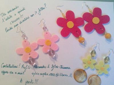 orecchini con fiori in feltro