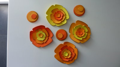 Creative set per la collana fiorita nei toni dell'arancio e del Giallo