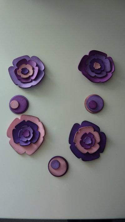 creative set per realizzare la collana fiorita nei toni del viola e rosa