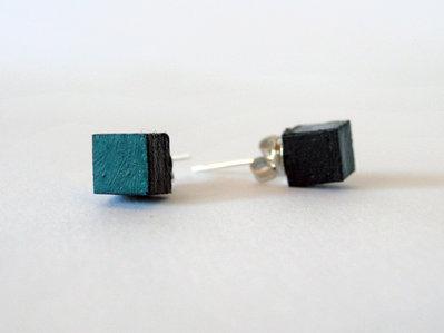 Koci, orecchini a bottone colorati verde in legno fatti a mano