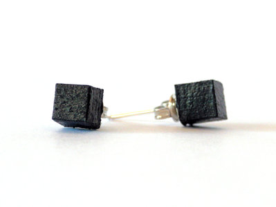 Koci, orecchini a bottone colorati nero in legno fatti a mano
