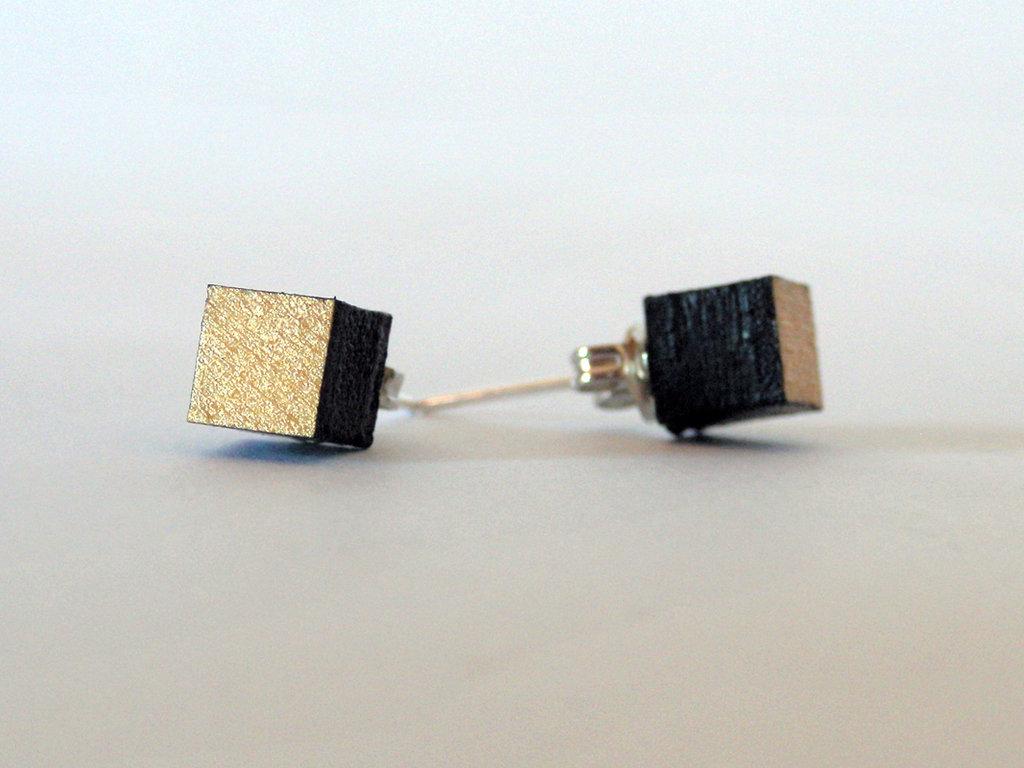 Koci, orecchini a bottone colorati oro in legno fatti a mano