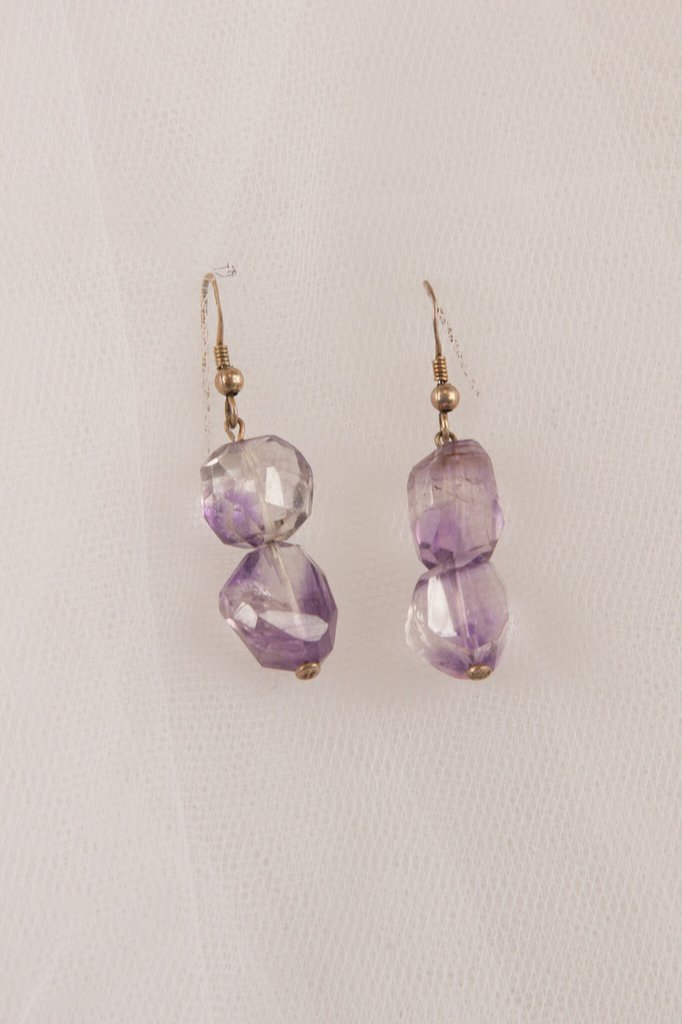 Orecchini in ametista viola sfaccettata irregolare - earrings faceted irregular purple amethyst.