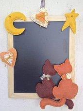 """lavagna di ardesia """"ah .... l'amour!!!"""" con due gatti, luna stella e cuori in feltro"""