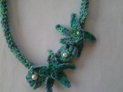 Collana uncinetto verde sfumato