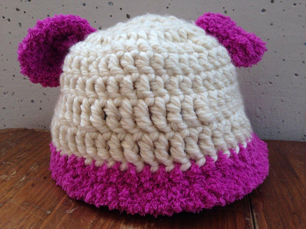 Cappello fatto ad uncinetto.