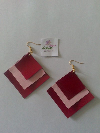 Orecchini in cartoncino a rombo bordeaux e rosa