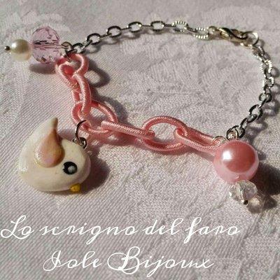 Bracciale catena rosa e argento con ciondolo uccellino e perline rosa