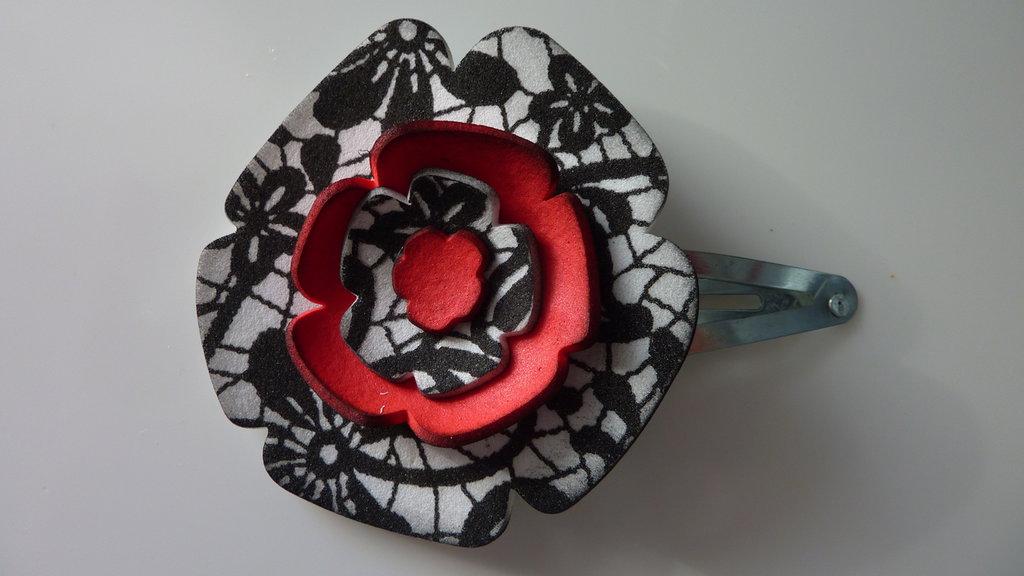 Molletta per capelli in gomma crepla rossa, bianca e nera