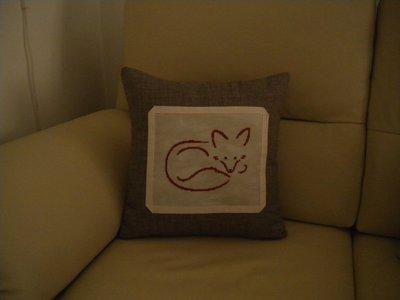 cuscino  con applicazione volpe ricamata