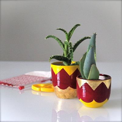 Vasetti per piante grasse in grès, decorate a mano con foglia oro e ...