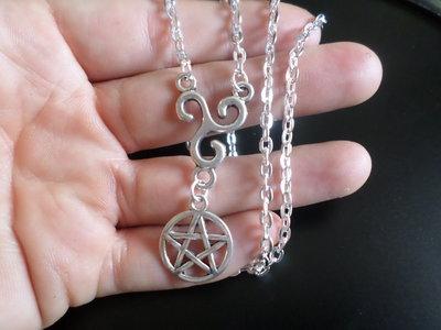 Collana per lei e per lui con simbolo triskel e pentacolo bigiotteria italia