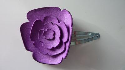 Molletta per capelli fatta a mano con fiore in gomma crepla viola