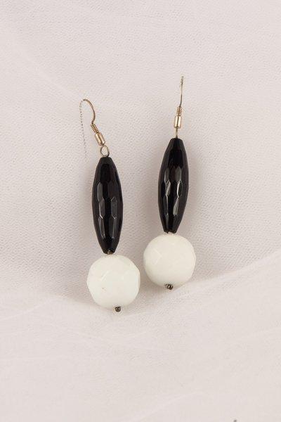 Orecchini con onice nero e agata bianca fatti a mano - earrings with black onyx and white agate handmade.