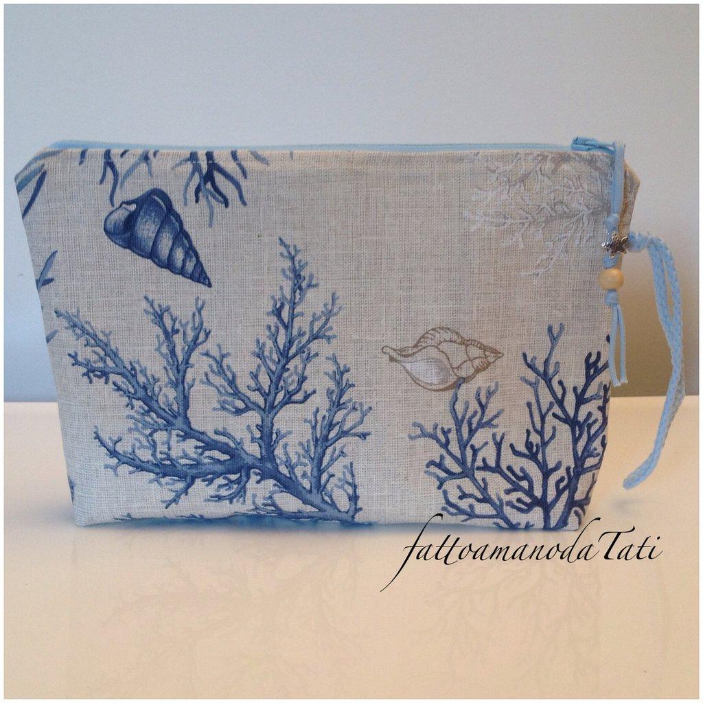 Pochette in cotone stampato fantasia marina sui toni dei beige e azzurri