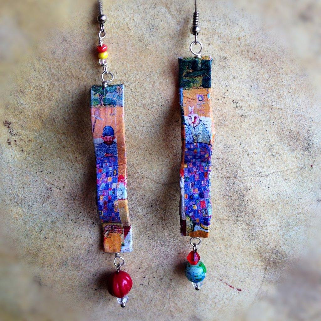 Orecchini pendenti in carta artista e perle