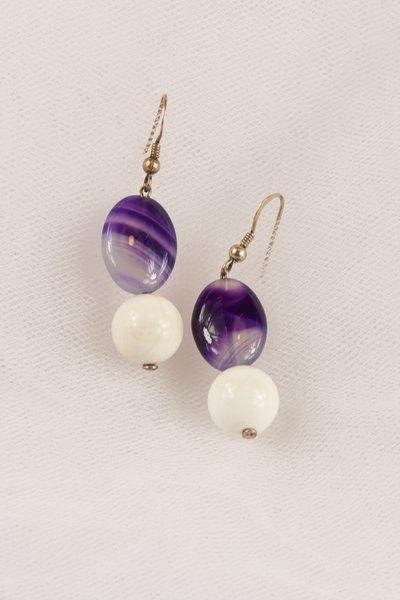 Orecchini in agata bianca e agata viola striata fatti a mano - earrings in white agate and purple striped agate handmade.