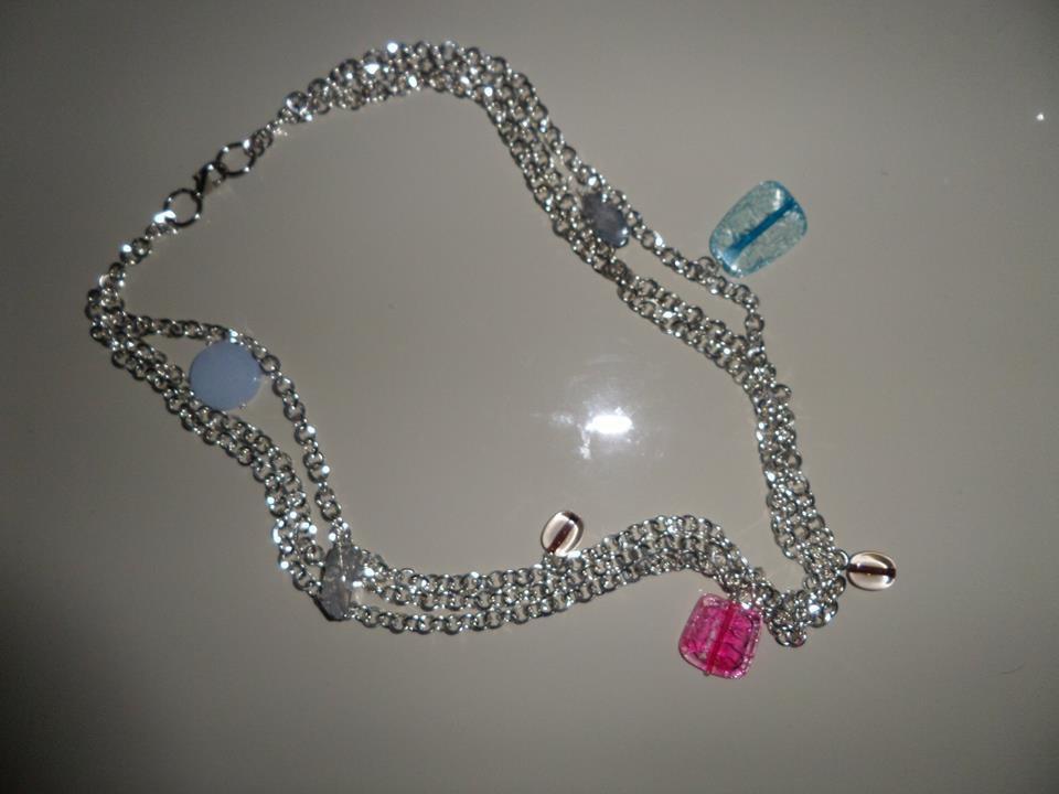 collana color argento con pendenti colorati