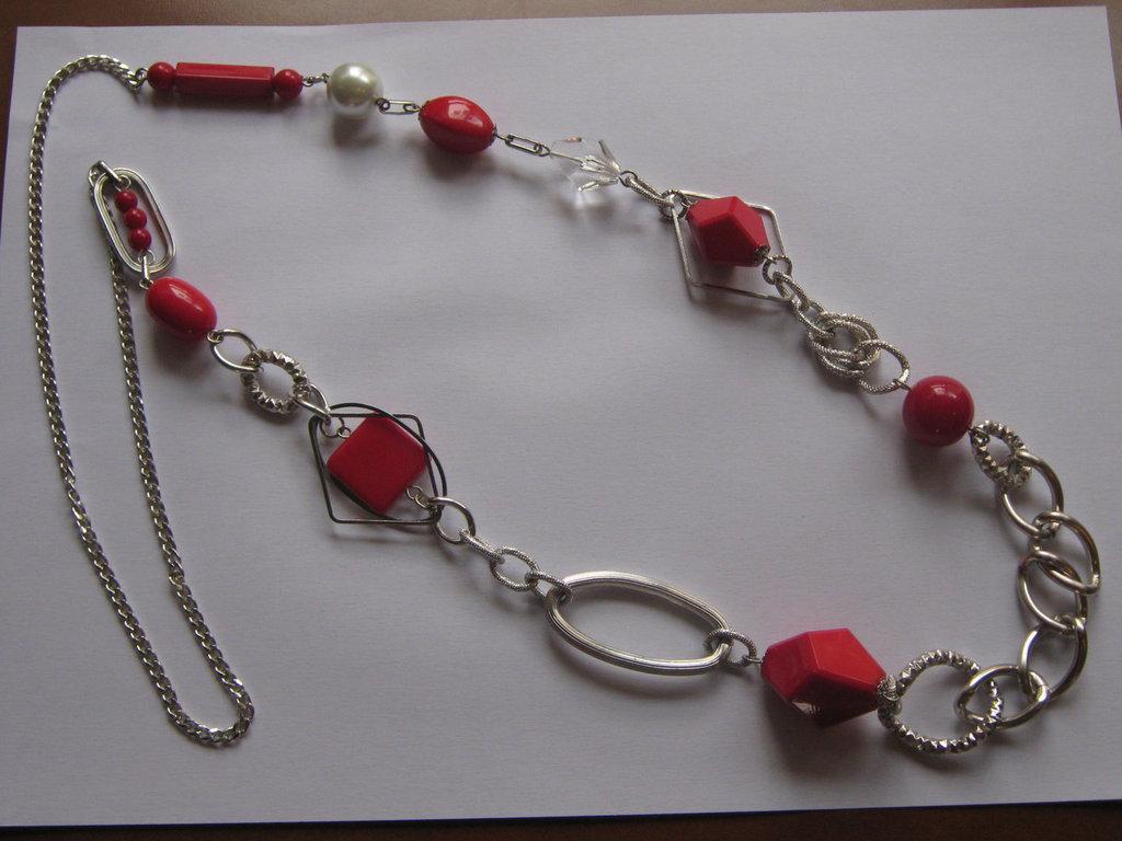 Collana lunga rossa con catena argentata