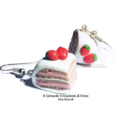 Orecchini fetta di torta panna e fragole in fimo pendenti
