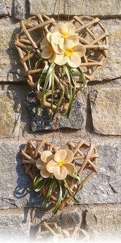 Fuoriporta: catenella 3 cuori di carta kraft ecrù fiori in feltro pendente cuore in metallo