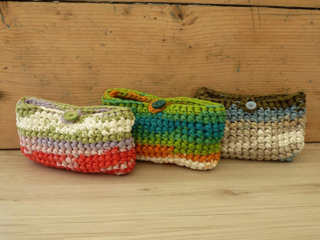 Pochette in fettuccia estiva multicolor con chiusura a bottone