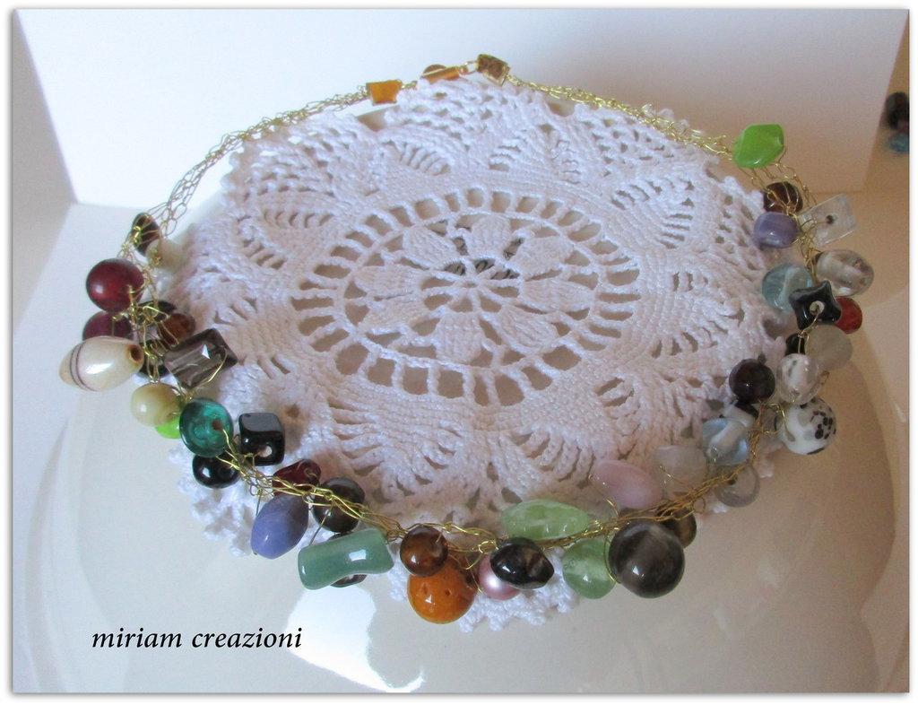 _Collier ad uncinetto con perle miste e varie_