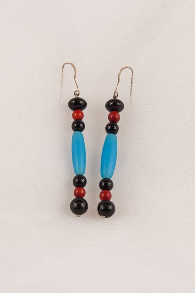 Orecchini in corallo rosso, pasta vitrea azzurra e nera - earrings in red coral, blue glass paste and black