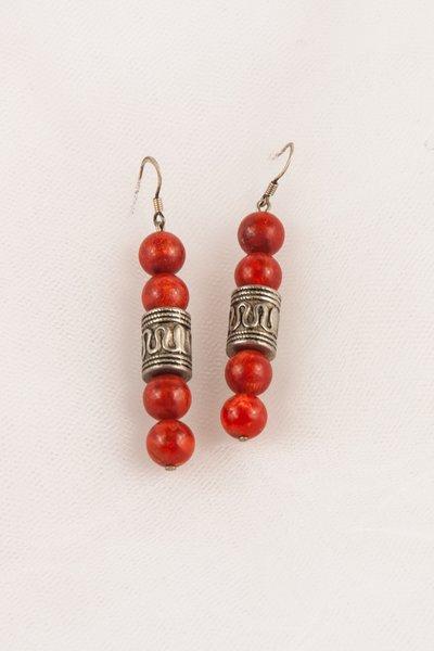 Orecchini in madrepora arancio e cilindri in argento fatti a mano - Earrings madrepora orange and silver cylinder handmade.