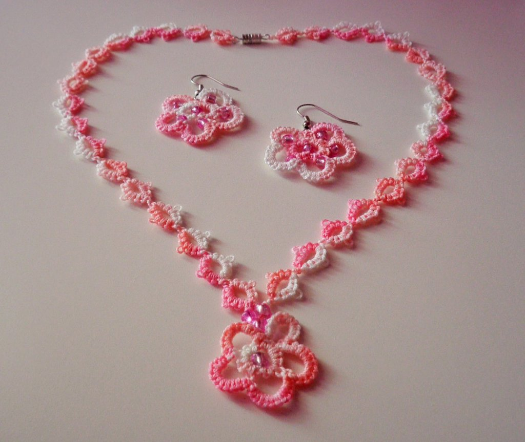 Collana e orecchini fiore rosa