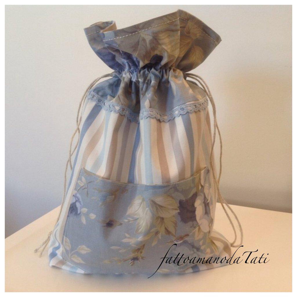 Sacchetto portatutto in cotone a righe  e a fiori sui toni azzurri