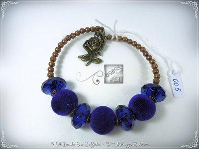 Bracciale Semirigido con perle a foro largo blu e perline in bronzo fatto a mano