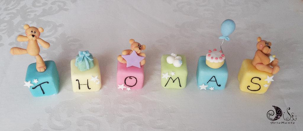cake topper cubi con orsetti multicolor personalizzato THOMAS - 6 lettere 6 cubi