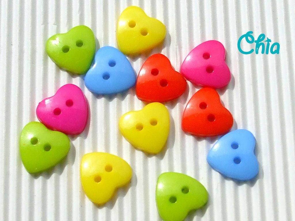 10 bottoni cuore plastica 15x14mm colori assortiti