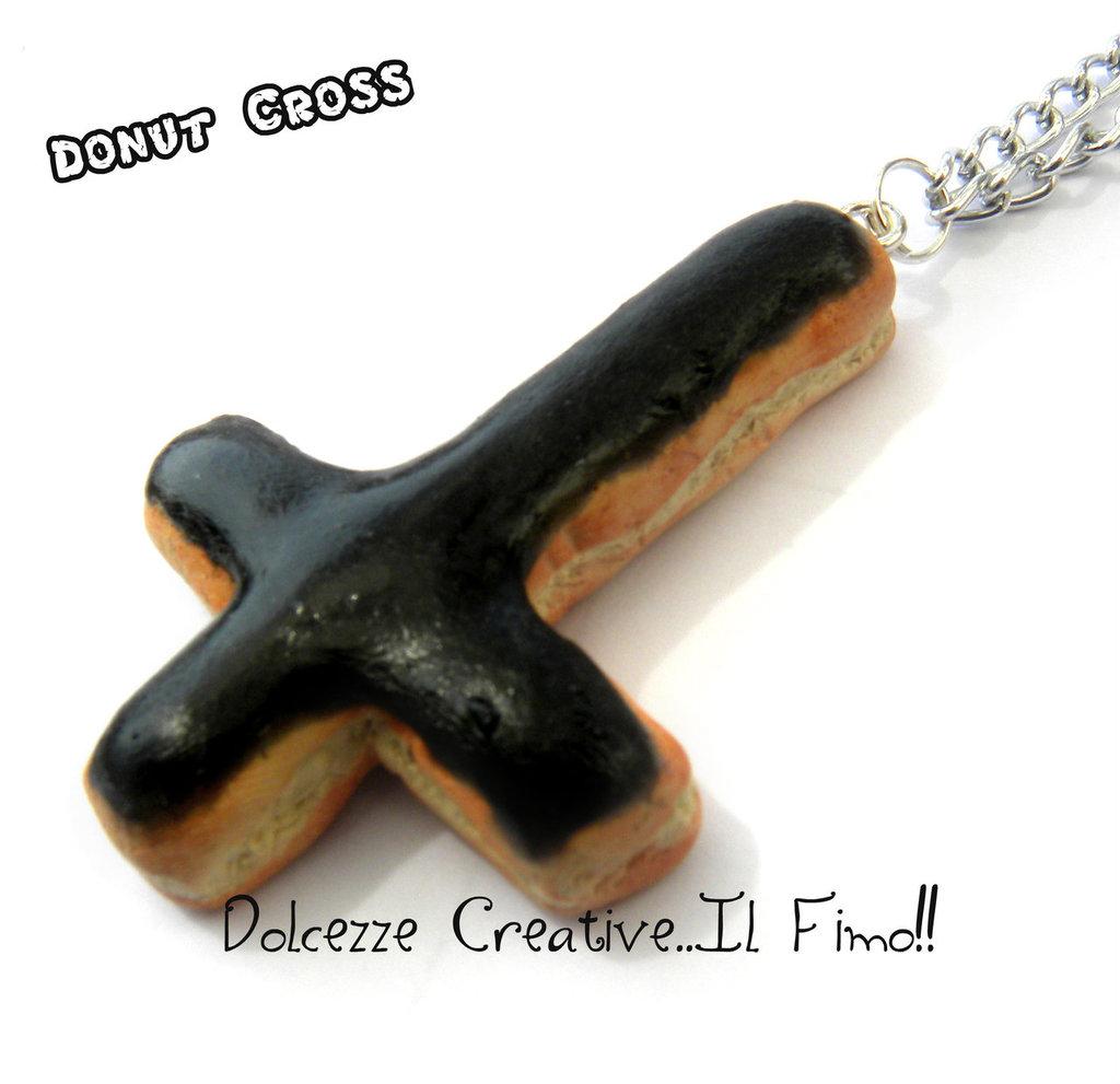 Collana Pastel Goth- Donut- Ciambella Croce con glassa nera