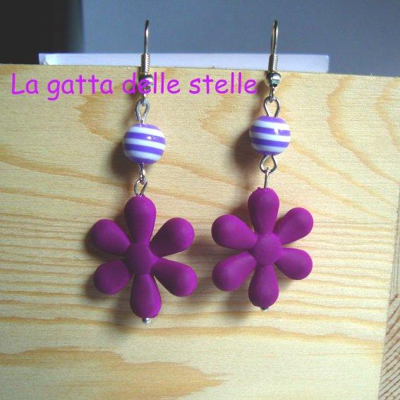 Orecchini in fiore viola
