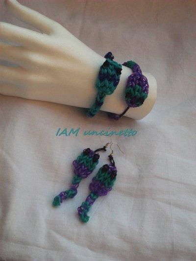 Braccialetti e orecchini fatti con elastici colorati intrecciati a forma di serpenti