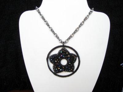 Ciondolo stella con cristalli sfaccettati