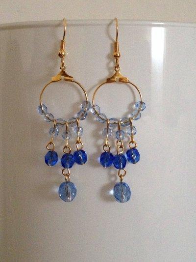 ORECCHINO GITANO: orecchini pendenti con mezzi cristalli.