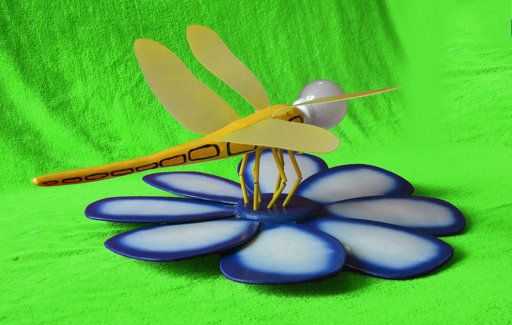 """Lampada """" Libellula"""" con fiore"""