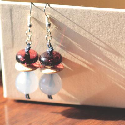O.9.2015 - Orecchini pendenti con bottoni vintage e perle in resina - Linea 'Le marionette della felicità'