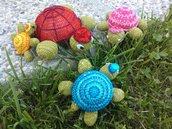 Gruppo di fiorellini, farfalline e tartarughe.