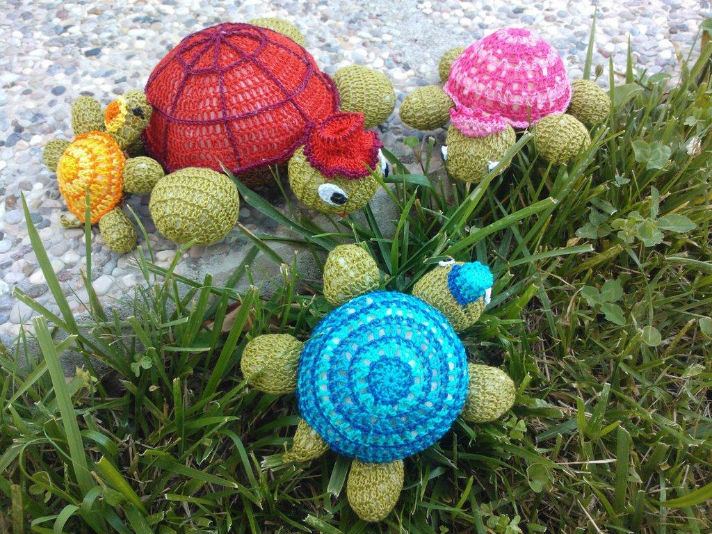 Gruppo di fiorellini farfalline e tartarughe per la for Oggetti per tartarughe
