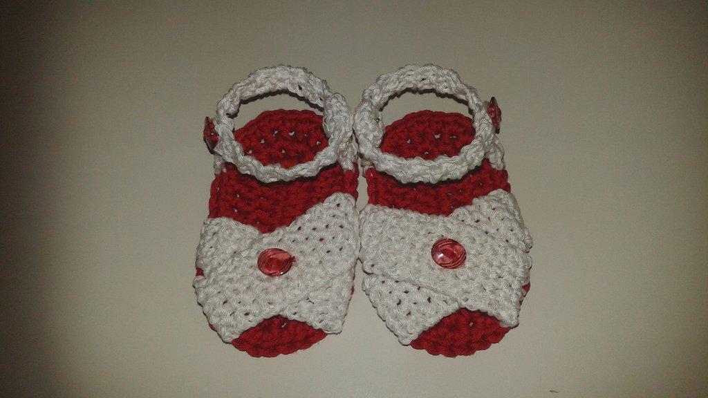 Sandali simpatici neonata all'uncinetto