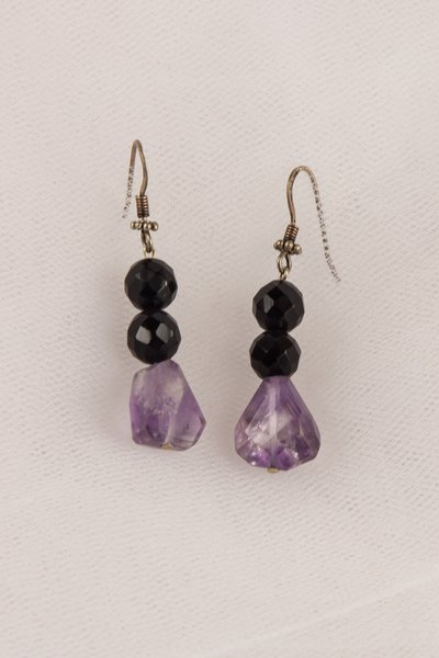 Orecchini in ametista viola e onice nero fatto a mano - earrings purple amethyst and black onyx handmade.