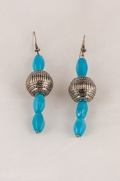Orecchini in pasta di turchese azzurra e sfere d'argento fatti a mano - earrings in puff of blue turquoise and silver beads handmade.